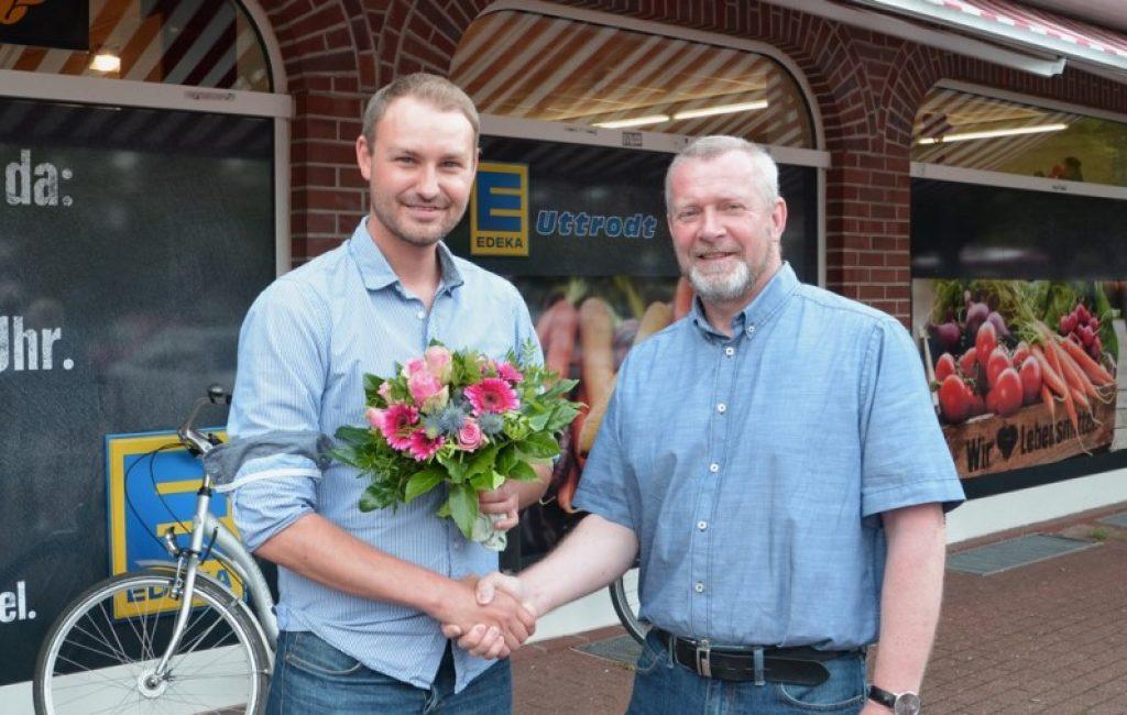 Edeka Uttrodt in Bruckhausen: Werner Schulte begrüßt neuen Inhaber