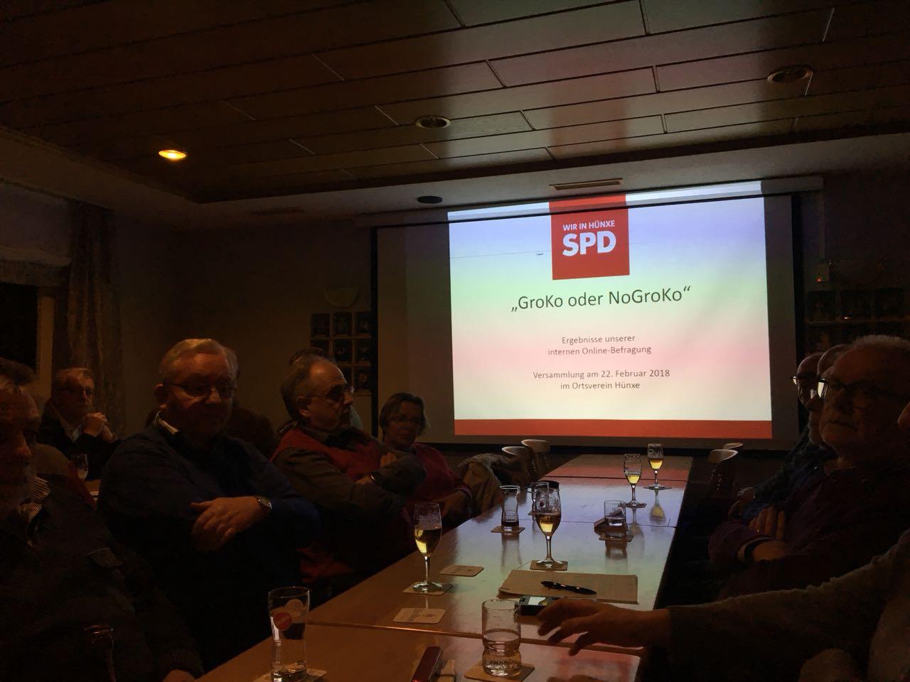 Ehrlich und engagiert diskutieren die Mitglieder über die Große Koalition.