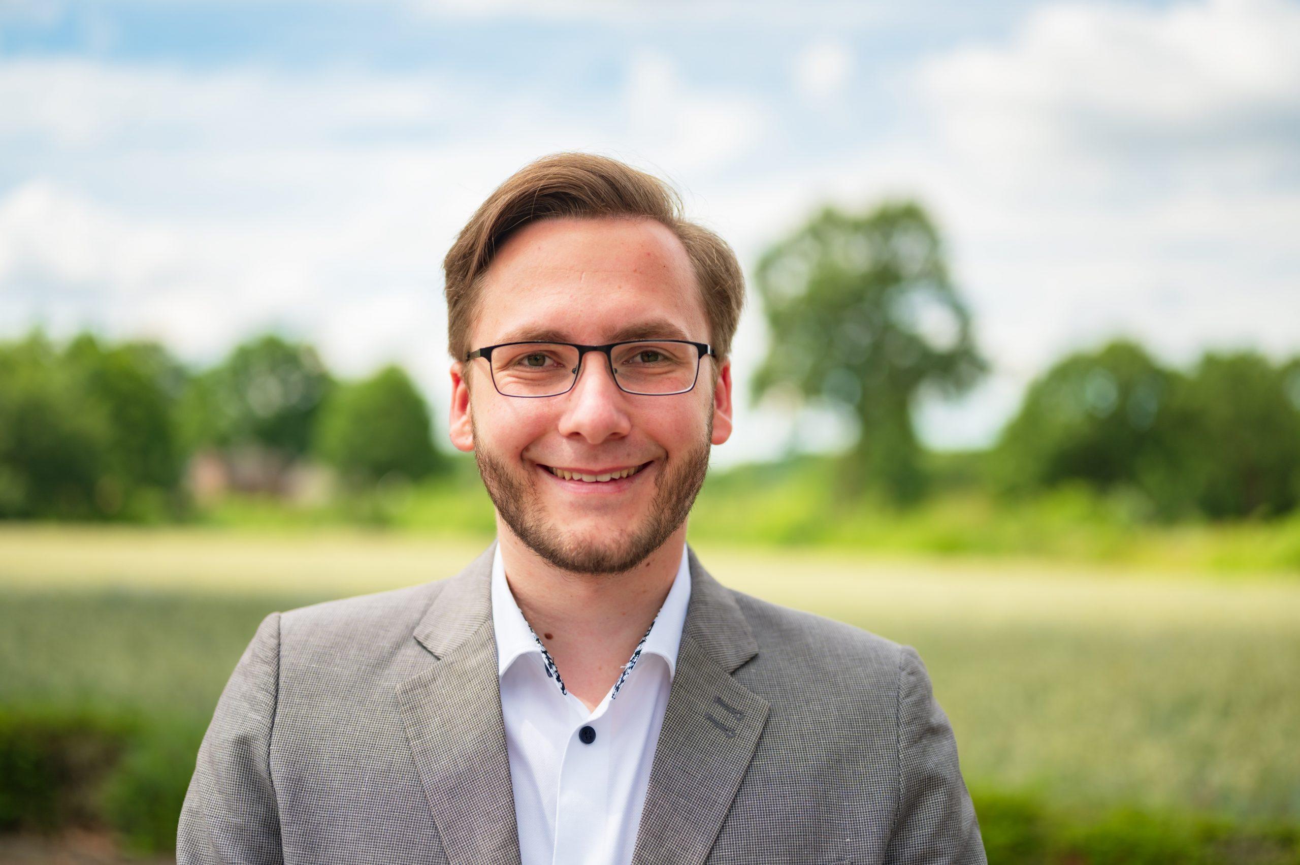 Benedikt Lechtenberg ist seit November 2020 Mitglied des Gemeinderates und setzt sich als Vorsitzender des Schul- und Jugendausschusses für legale Mountainbikestrecken in Hünxe ein.
